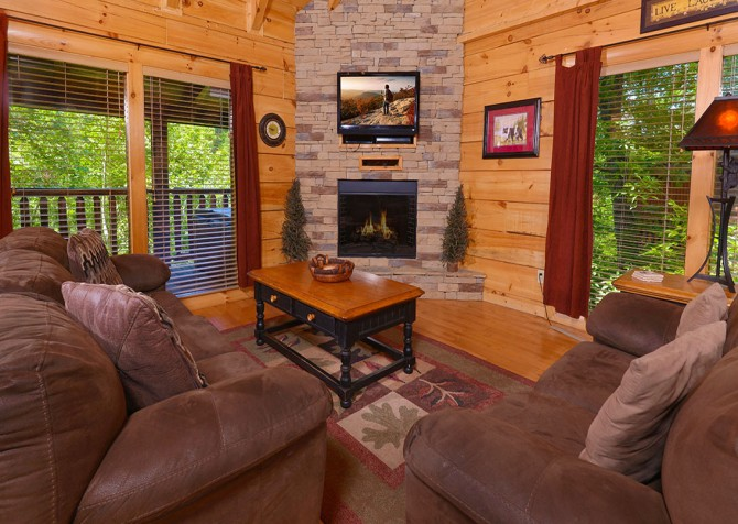 Pigeon Forge Cabin - Bear Maximum - Living Room