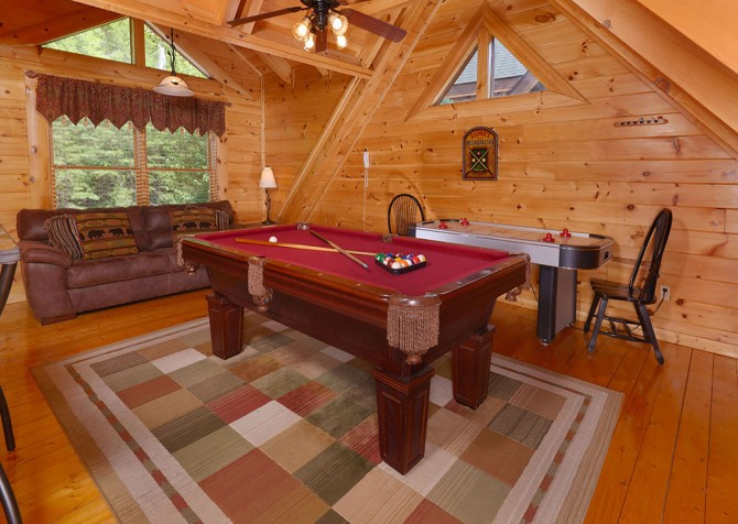 Pigeon Forge Cabin - Bear Maximum - Pool Table