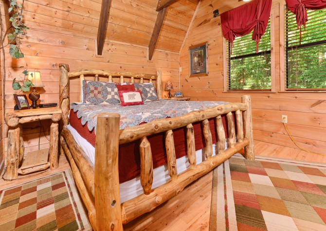Pigeon Forge Cabin - Bear-rific View - Bedroom