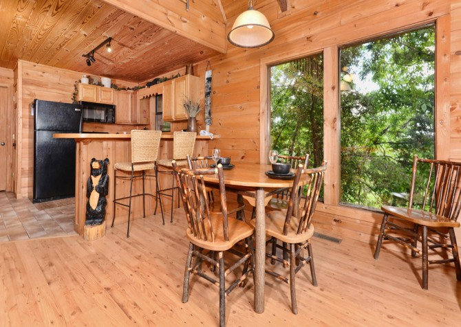 Pigeon Forge Cabin - Bear-rific View - Dining Room
