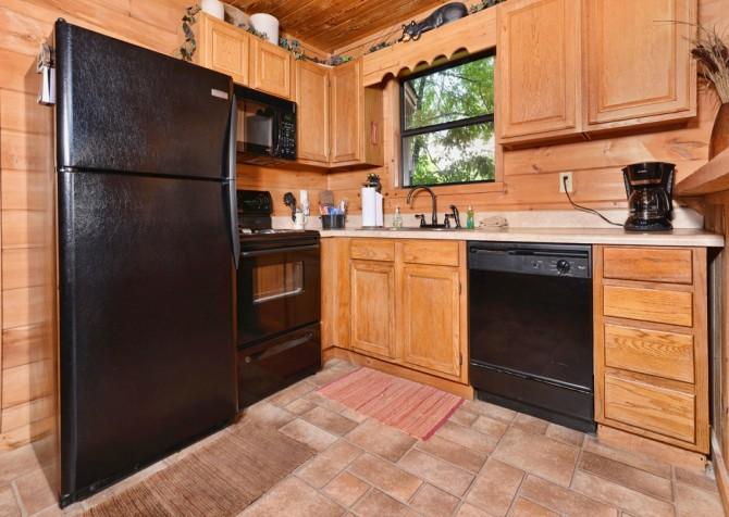 Pigeon Forge Cabin - Bear-rific View - Kitchen