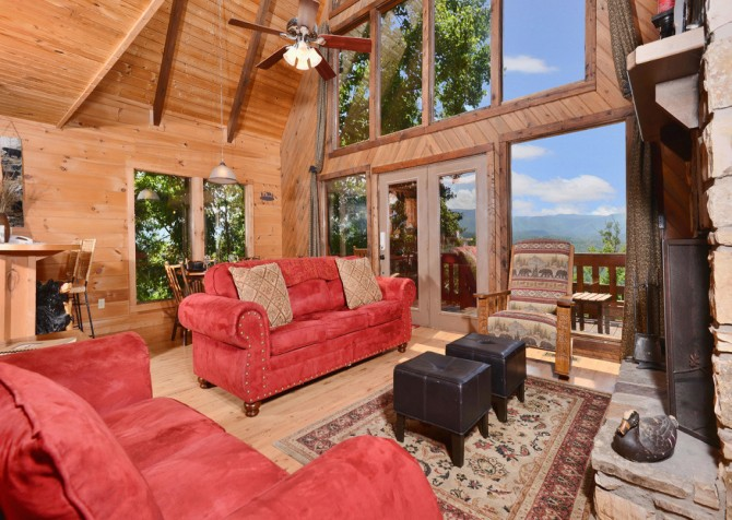 Pigeon Forge Cabin - Bear-rific View - Living Room