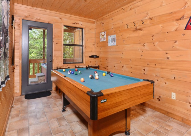 Pigeon Forge Cabin - Bear-rific View - Pool Table
