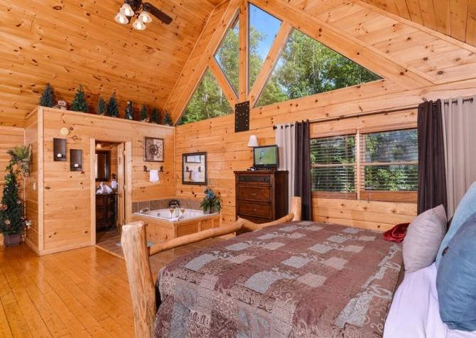 Pigeon Forge Cabin - Bearway To Heaven - Loft Bedroom