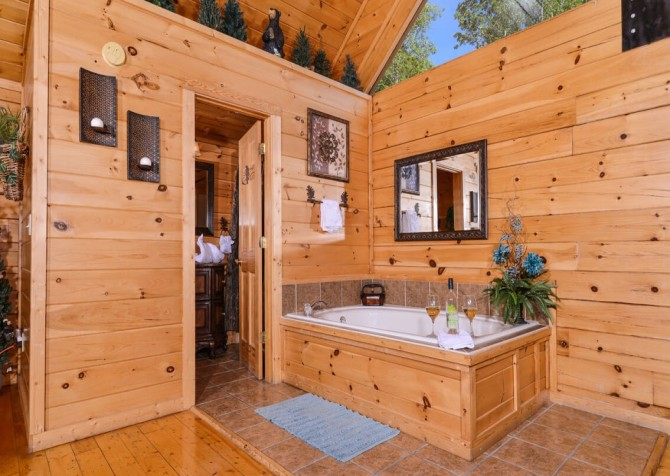 Pigeon Forge Cabin - Bearway To Heaven - Loft Bath