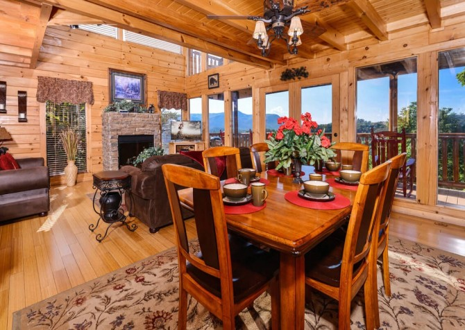 Pigeon Forge Cabin - Bearway To Heaven - Dining Room with a View