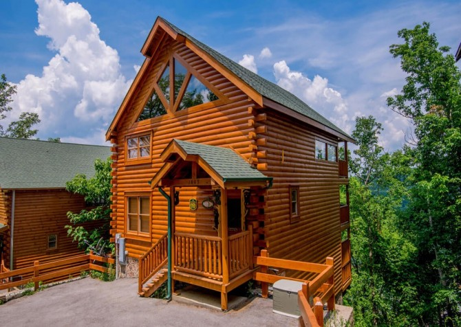 Pigeon Forge Cabin - Bearway To Heaven - Cabin Exterior