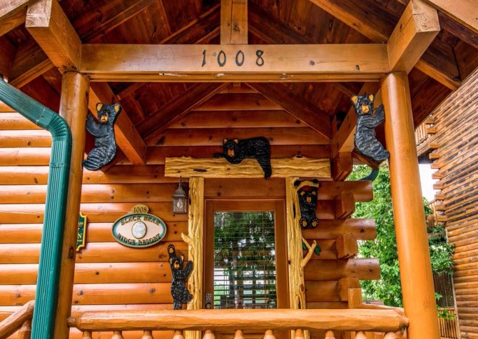 Pigeon Forge Cabin - Bearway To Heaven - Cabin Exterior Doorway