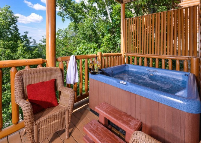 Pigeon Forge Cabin - Bearway To Heaven - Hot Tub