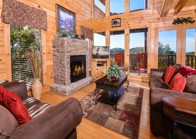 Pigeon Forge Cabin - Bearway To Heaven - Living Room with a View