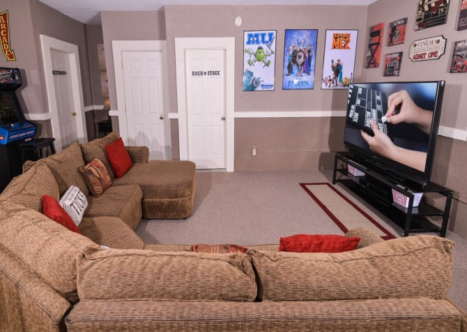 Pigeon Forge Cabin - Bearway To Heaven - Living Space with TV