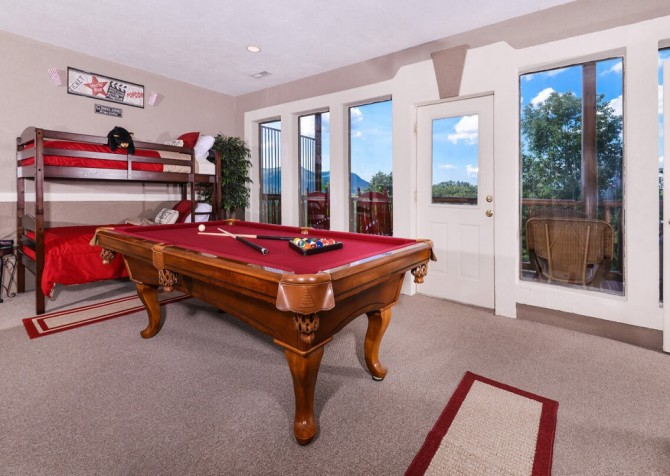 Pigeon Forge Cabin - Bearway To Heaven - Pool Table