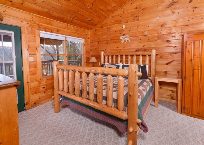 Pigeon Forge Cabin - Bear In Love - Bedroom