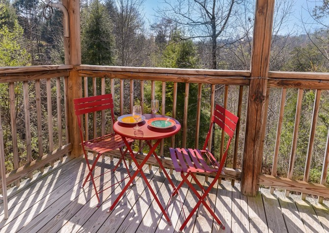 Pigeon Forge Cabin - Bear In Love - Deck Table