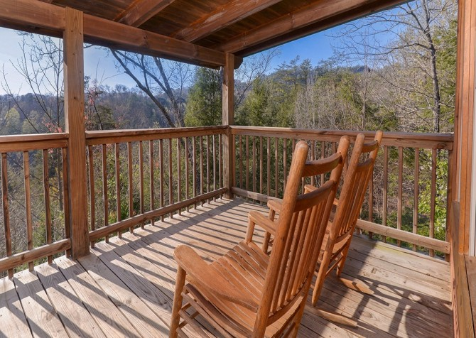 Pigeon Forge Cabin - Bear In Love - Deck Chairs