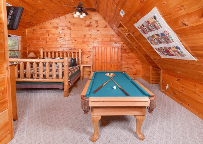 Pigeon Forge Cabin - Bear In Love - Pool Table