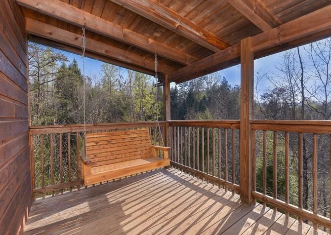 Pigeon Forge Cabin - Bear In Love - Deck Swing