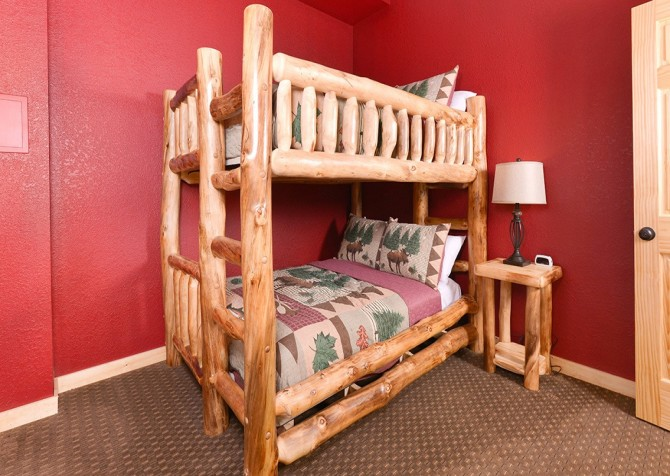 Pigeon Forge Cabin - Beaver's Treehouse - Bedroom Bunk Beds