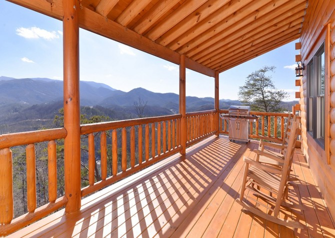 Pigeon Forge Cabin - Beaver's Treehouse - Deck with View