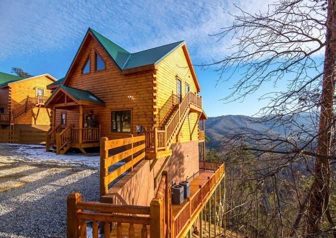 Pigeon Forge Cabin - Beaver's Treehouse - Cabin Exterior
