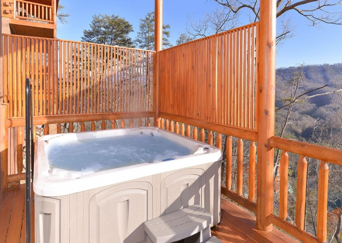 Pigeon Forge Cabin - Beaver's Treehouse - Hot Tub