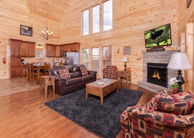 Pigeon Forge Cabin - Beaver's Treehouse - Living Room