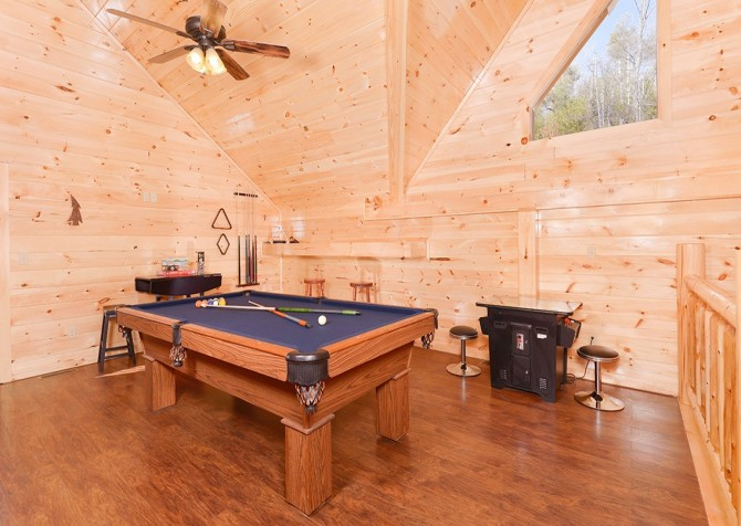 Pigeon Forge Cabin - Beaver's Treehouse - Pool Table