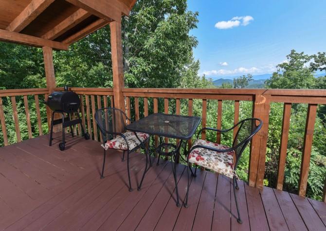 Pigeon Forge Cabin- A Mountain Hibernation – Deck