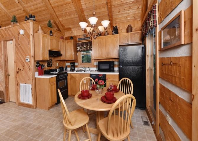 Pigeon Forge Cabin- A Mountain Hibernation – Kitchen
