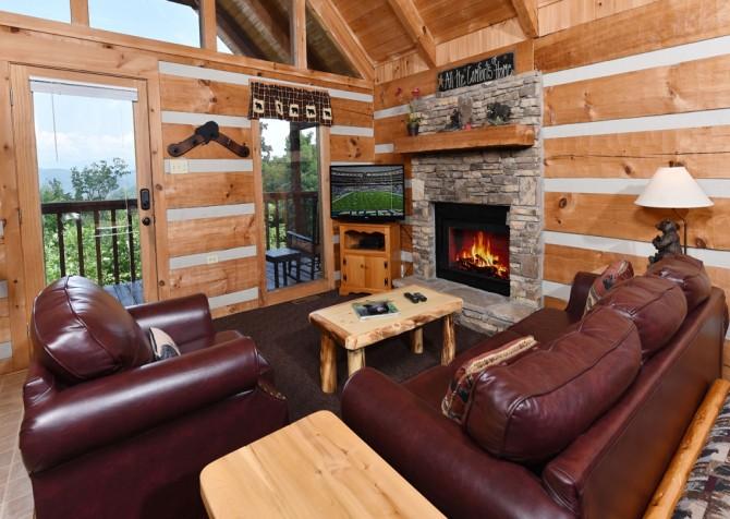 Pigeon Forge Cabin- A Mountain Hibernation – Living Room