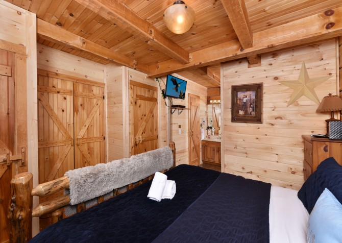 Pigeon Forge - A Mountain Surprise - Bedroom