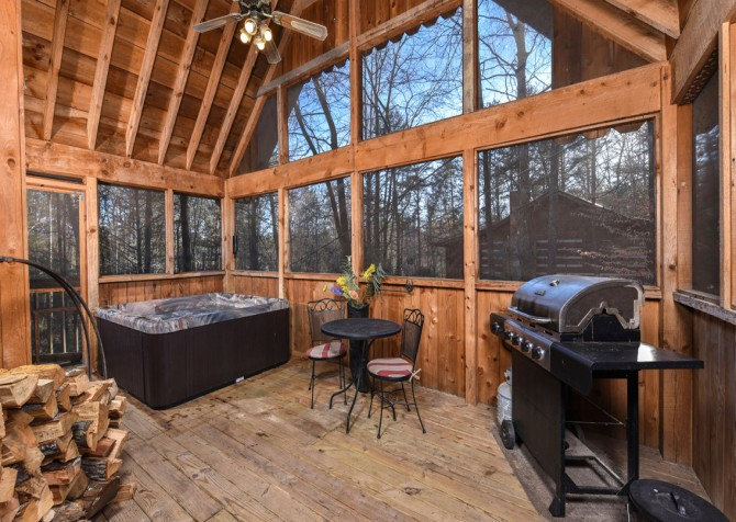 Pigeon Forge - A Mountain Surprise - Screened Porch