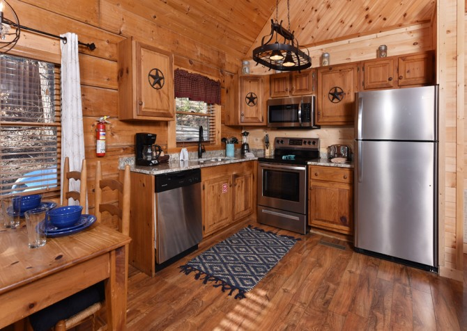 Pigeon Forge - A Mountain Surprise - Kitchen