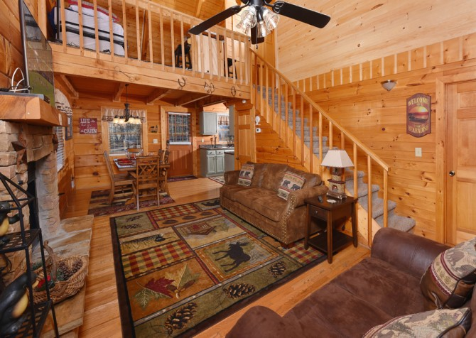 Pigeon Forge - A Walk in the Clouds - Living Room