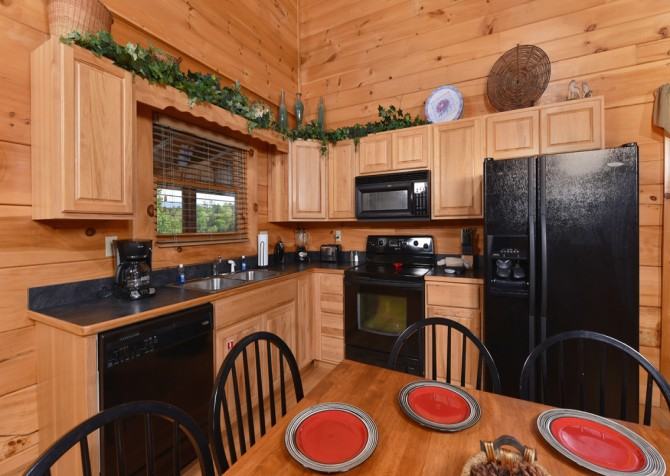 Pigeon Forge Cabin - A Wolf's Den - Dining Room/Kitchen