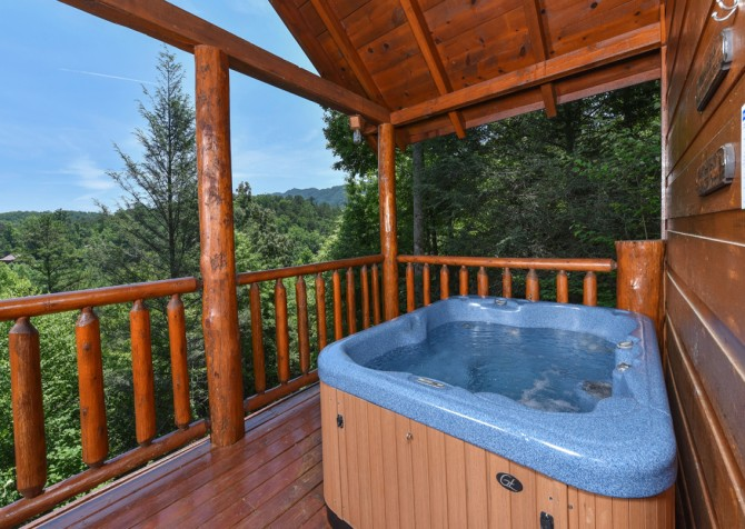 Pigeon Forge Cabin- Almost Bearadise - Hot Tub