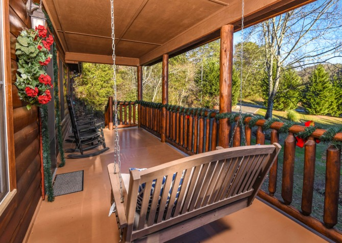 Pigeon Forge - Bear Crossing - Porch Swing