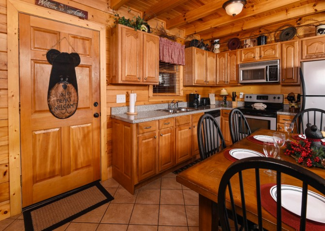 Pigeon Forge - Bear Crossing -  Kitchen