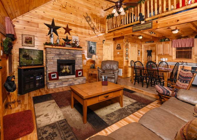 Pigeon Forge - Bear Crossing -  Living Room TV