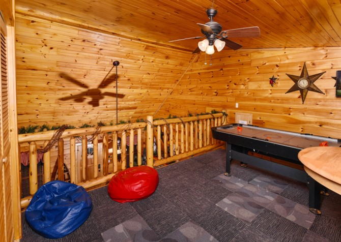 Pigeon Forge - Bear Crossing -  Gameroom Loft & Seating