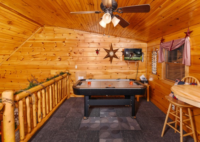 Pigeon Forge - Bear Crossing -  Gameroom Loft
