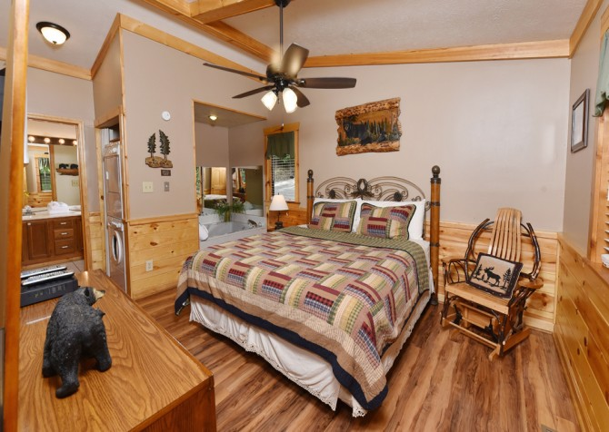 Pigeon Forge Cabin - Bear End - Bedroom