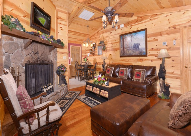 Pigeon Forge Cabin - Bear End - Living Room