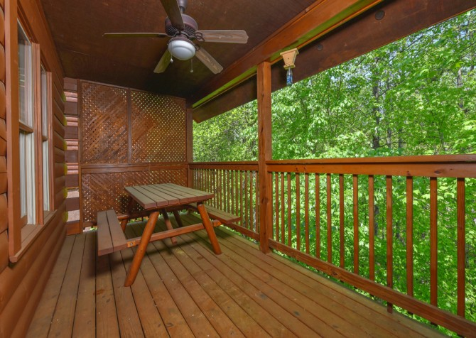 Pigeon Forge Cabin - Bear Footin Heaven - Covered Deck/Deck Dining