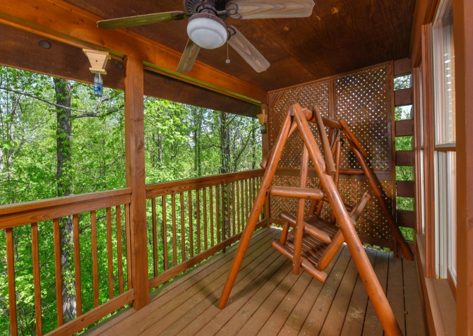 Pigeon Forge Cabin - Bear Footin Heaven - Covered Deck/Porch Swing
