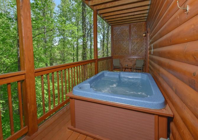Pigeon Forge Cabin - Bear Footin Heaven - Hot Tub