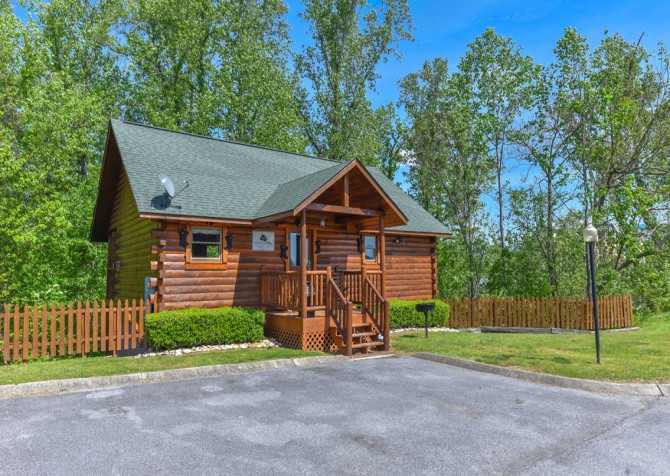 Pigeon Forge Cabin - Bear Footin Heaven - Exterior