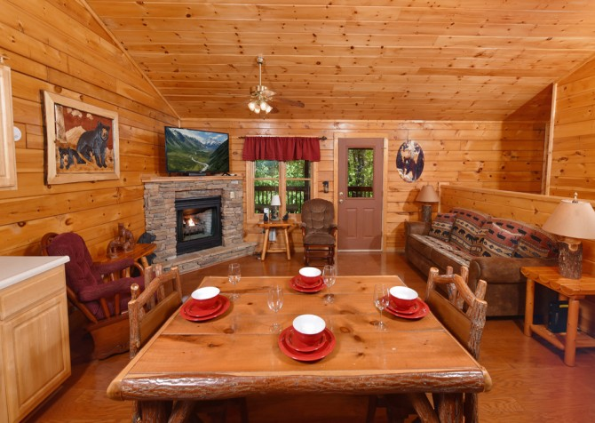 Pigeon Forge Cabin - Bear Footin Heaven - Dining Room