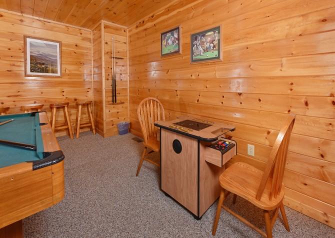 Pigeon Forge Cabin - Bear Footin Heaven - Rec Room
