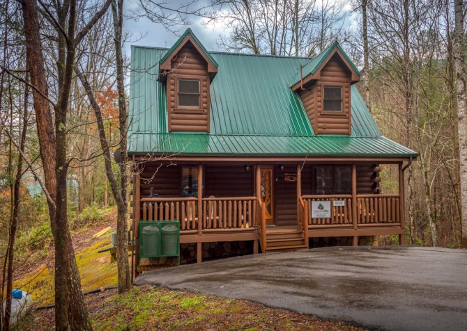 Pigeon Forge - Bear Hiney Hideaway - Exterior